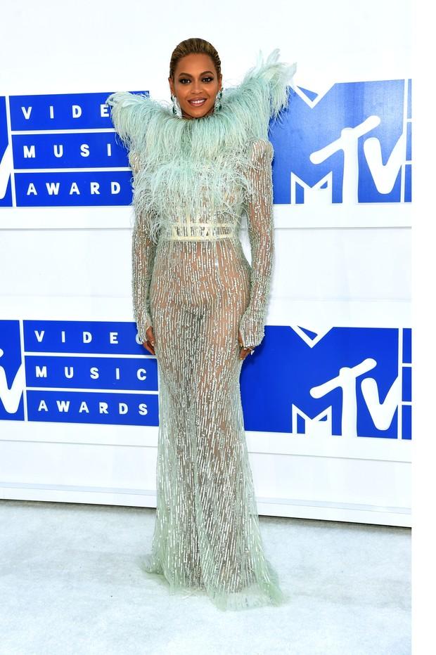 Beyonce brilha no tepete vermelho o VMA 2016 da MTV  (Foto: Getty Image)