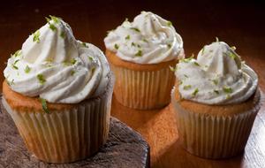 Cupcake com limão verde, cream-cheese e azeite extravirgem