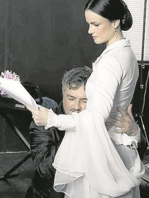 Carolina Kasting e Werner Schünemann ensaiam 'Querido Brahms' (Foto: Divulgação)
