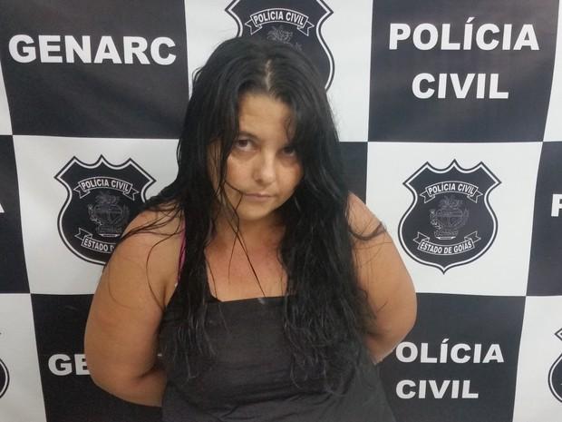 Presa do semiaberto é detida por tráfico com drogas no sutiã, em Goiás (Foto: Divulgação/Polícia Civil)