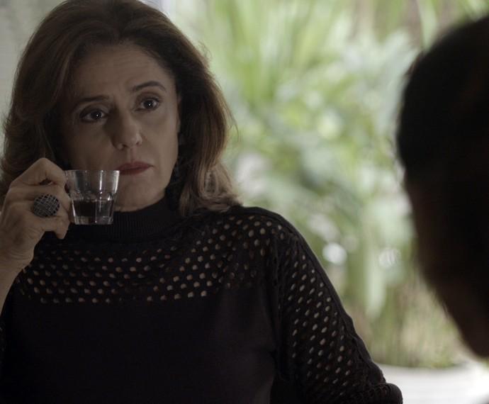 Fanny fica chocada com pergunta de Visky (Foto: TV Globo)