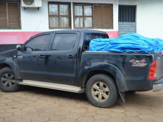 Caminhonete estava carregada com mais de 700 litros de agrotóxicos (Foto: PRF/Divulgação)