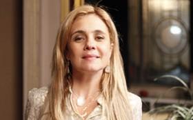 Adriana Esteves dá adeus a Carminha e promete se dedicar à família