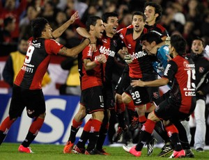 jogadores gol Newell's Old Boys (Foto: Reuters)