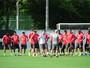 Argel muda defesa e testa Jackson ao lado de Paulão em treino técnico