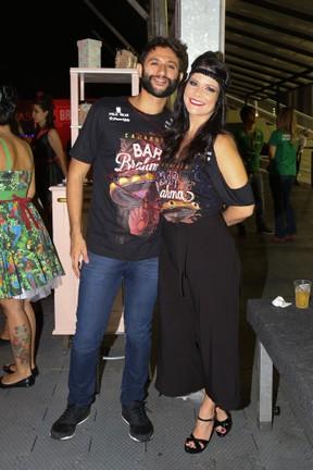Samara Felippo com o namorado Elidio Sanna  (Foto: Deividi Correa/ AgNews)