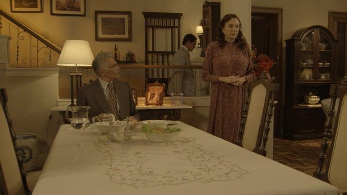 Severo quer comer do bom e do melhor, mas dá o dinheiro que tem para a Amante (Foto: TV Globo)