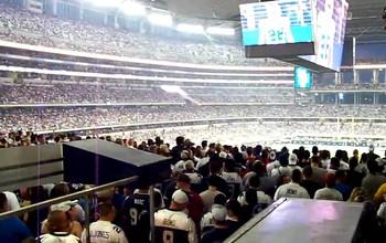 Estádio dos Cowboys conta com grandes áreas para torcedores em pé (Foto: Reprodução / Youtube)