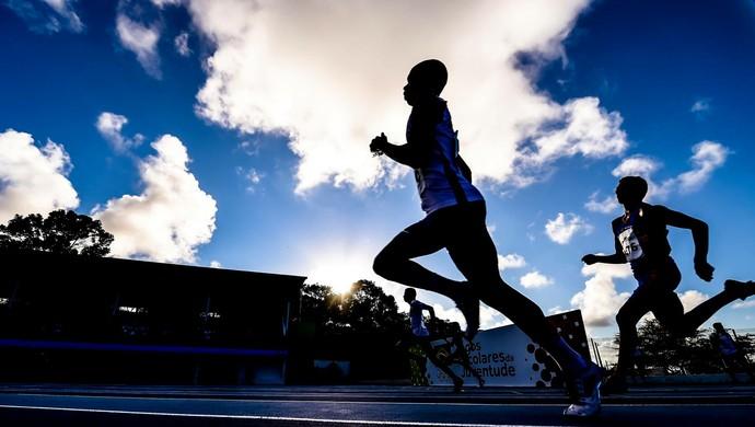 As provas de atletismo dos Jogos Escolares da Juventude acontecem na pista da UFPB (Foto: Wander Roberto/Exemplus/COB)