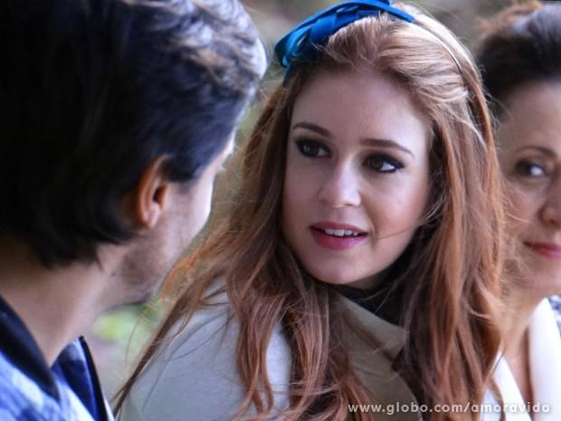 Nicole fica surpresa com chegada de Thales (Foto: Amor à Vida / TV Globo)