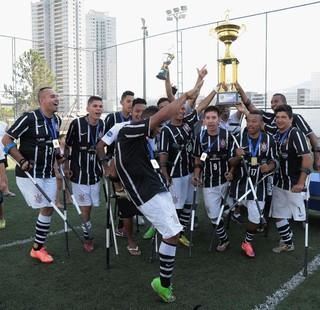 Equipe do Corinthians Mogi depois de conquistar o título (Foto: Jedson Ribeiro)