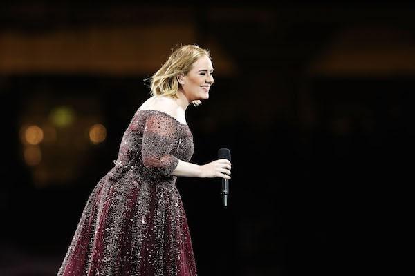 A cantora Adele durante seu show em Sidney (Foto: Getty Images)