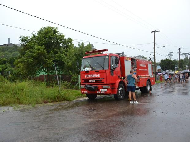 Menino caiu em tubulação e foi arrastada pela água em Guaporé (RS) (Foto: Eduardo Godinho / Rádio Aurora)