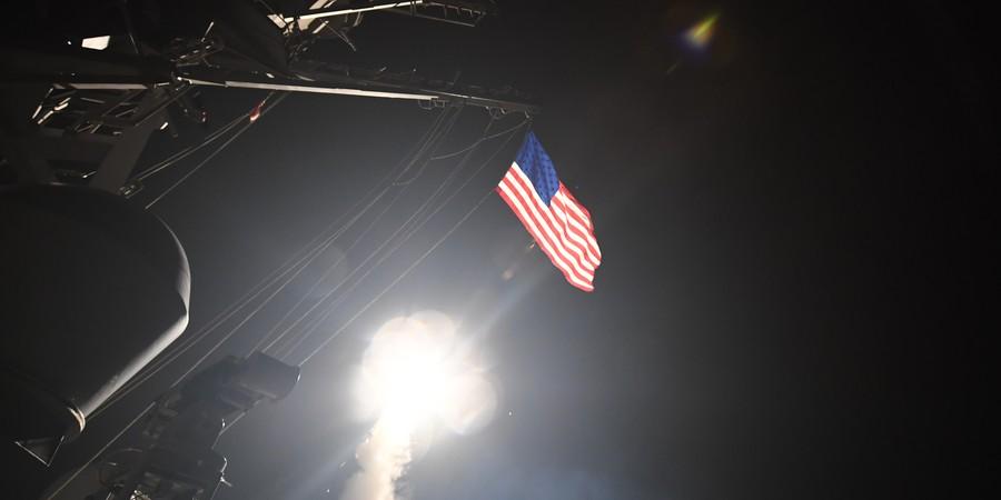 Míssel lançado por navio americano no Mediterrâneo, com alvo a instalações americanas na Síria, em foto de 6 de abril (Foto: AFP PHOTO / US NAVY / MASS COMMUNICATION SPECIALIST 3RD CLASS FORD WILLIAMS)