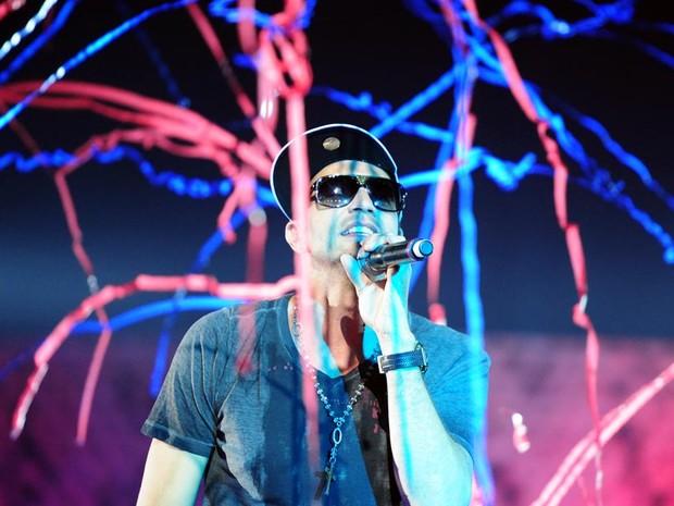 Latino animou o público na primeira parte do espetáculo (Foto: Alex Carvalho/TV Globo)