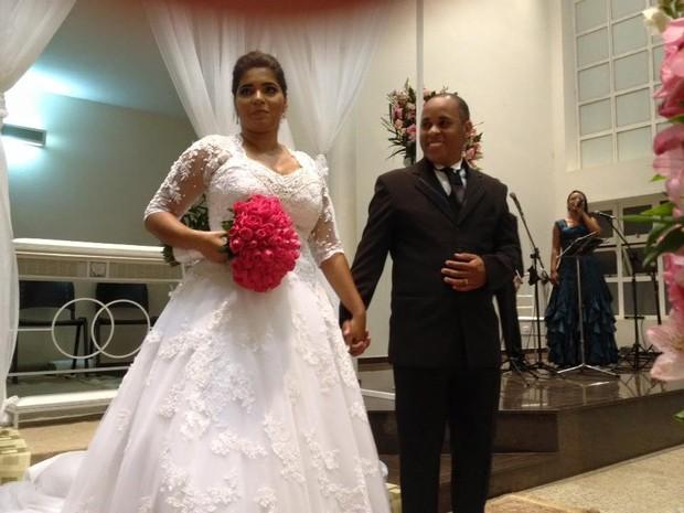 Casamento ocorreu após ajuda de viatura de polícia em Araras (Foto: Arquivo Pessoal)
