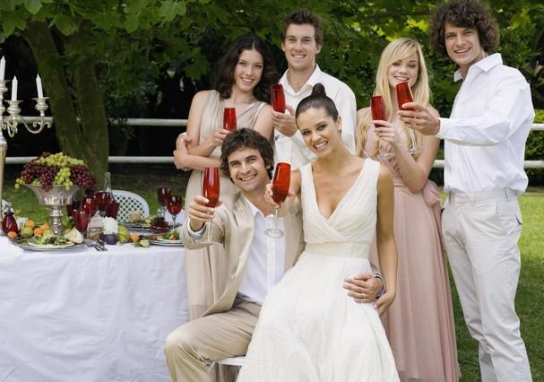 Champanhe, só pro brinde, hein? Drinques criativos garantem o sucesso da festa! (Foto: ThinkStock)