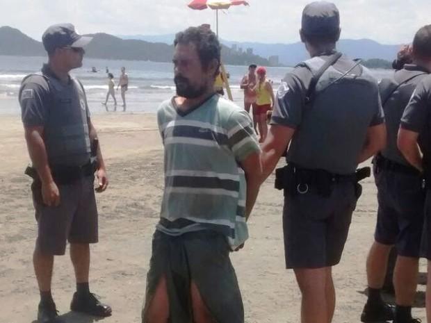 Homem foi preso ainda na faixa de areia (Foto: Divulgação)
