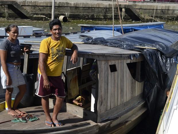 Pescadores Laura Rabelo e Marinelson da Luz no Iagaré das Mulheres, em Macapá (Foto: Maiara Pires/G1)