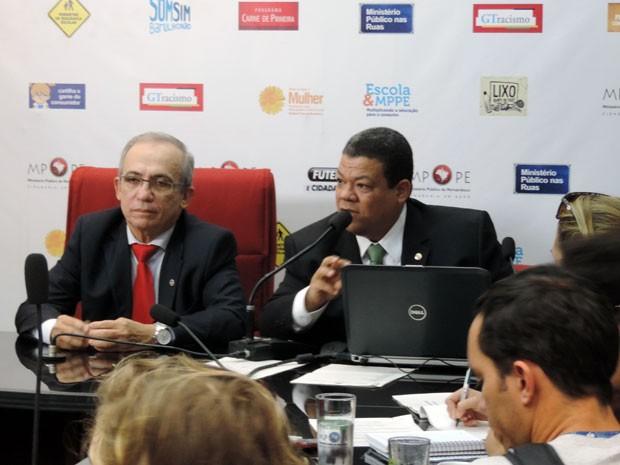 Procurador-geral Aguinaldo Fenelon e promotor André Menezes (Foto: Katherine Coutinho / G1)
