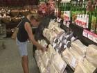 Confiança do consumidor sai da 'zona de pessimismo' após 15 meses