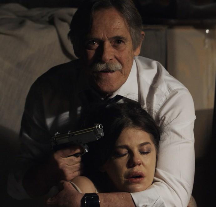 Gibson ameaça matar a própria filha (Foto: TV Globo)