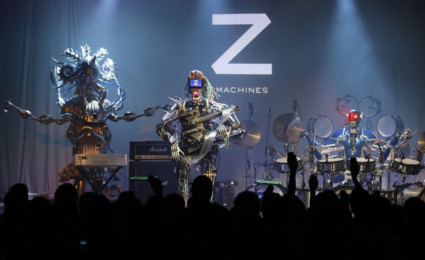 Membros da banda de rock Z-Machines, o guitarrista Mach, o tecladista Cosmo e o baterista Ashura (Foto: Toru Hanai/Reuters)