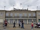 Banksy inaugura Dismaland, parque para 'anarquistas principiantes'