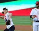 Katie Ledecky faz tradicional first pitch no beisebol americano