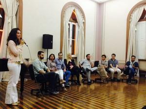 Elenco da ópera conversou com público durante mesa redonda (Foto: Eliena Monteiro/G1 AM)