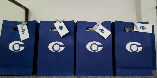Dezenas de sacolas fora preparadas com produtos com a marca da TV Gazeta  (Foto: Divulgação/ Marketing TV Gazeta)