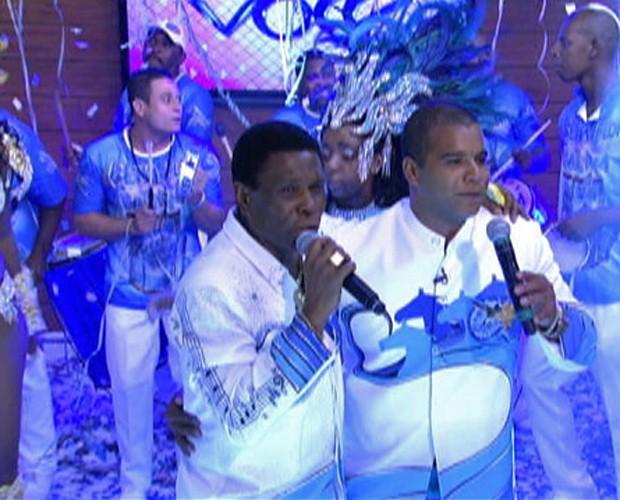 Neguinho da Beija-Flor leva bateria e sambistas ao Mais Você (Foto: Mais Você / TV Globo)