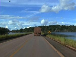 Com investimento de mais de R$ 46 milhões, obras na BR-364 envolvem mais de 400 km (Foto: Reprodução/TV Acre)