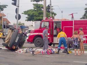 Acidente deixou feridos na tarde desta terça-feira na zona sul de São José (Foto: Davi Carriel)