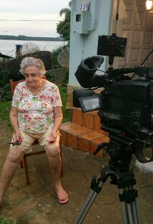 Dona Joana é moradora da Costa da Lagoa e não vai ao Centro há três anos (Foto: Gabriela Machado/RBS TV)