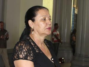 Lourdes agradece intercessão de Nossa Senhhora durante tratamento de saúde da filha. (Foto: Valdivan Veloso/G1)