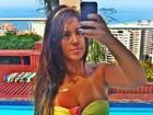 Da cor do pecado, Katia Volkland avisa: 'A mulher fica mais bonita bronzeada'