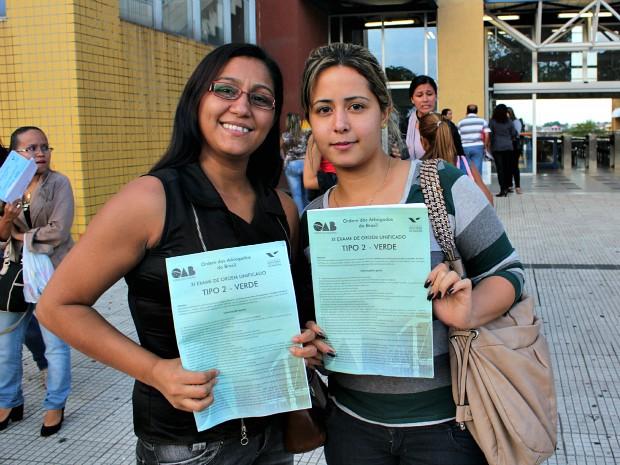 Danúbia Moreira, de 29 anos, presta o exame pela 2ª vez; Aline Neo Serra, de 23 anos, que presta pela 1ª vez (Foto: Tiago Melo/G1 AM)