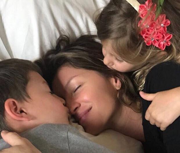 Gisele com os filhos Benjamin e Vivian (Foto: Reprodução / Instagram)