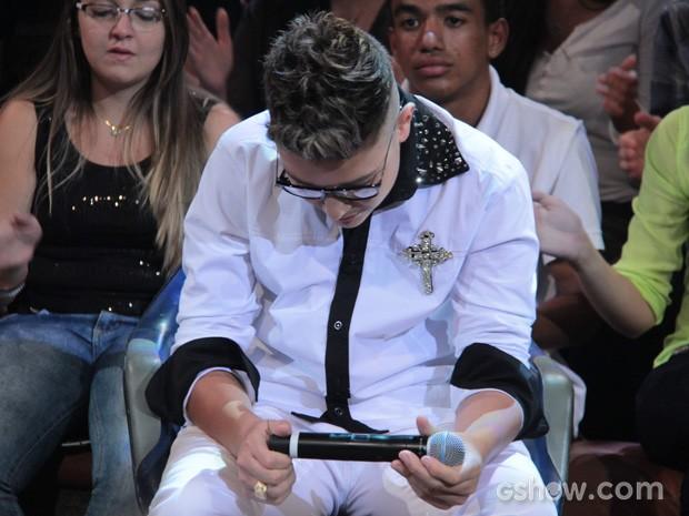 Funkeiro se emociona em homenagem ao irmão Gustavo (Foto: TV Globo/Altas Horas)