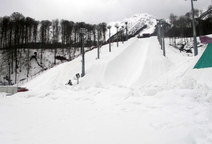 Montanha com neve natural e artificial recebe últimos