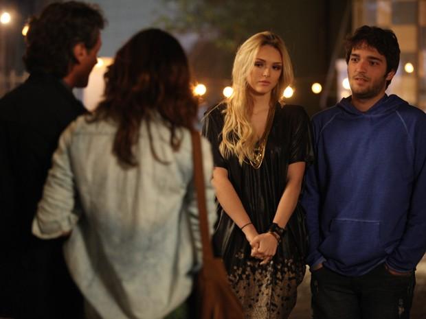 Manu encontra Megan e Davi  (Foto: Pedro Curi / TV Globo)