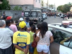 Jovens são mortos a tiros em rua de Jacaraípe, na Serra, Espírito Santo. (Foto: Reprodução/ TV Gazeta)