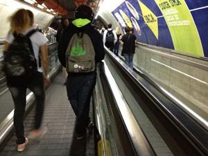 Usuário parado à direito na esteira (Foto: Márcio Pinho/G1)
