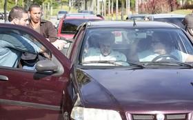 Caio Castro grava cena de sequestro de Antenor em Fina Estampa