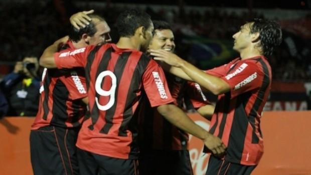 Jogadores do Atlético-PR comemoram gol (Foto: Divulgação/Site oficial do Atlético-PR)