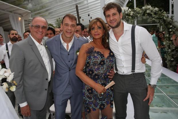 Rogério Padovan com os pais e o irmão (Foto: Denilson Santos e Raphael Castello/AgNews)