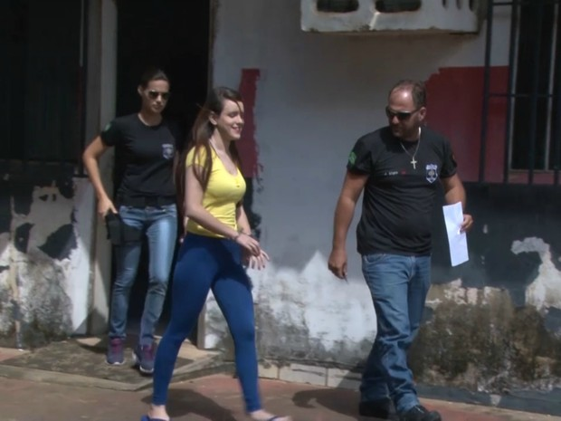 Vânia saindo do IML após realizar o exame de sanidade em Vilhena, RO (Foto: Eliete Marques/G1)