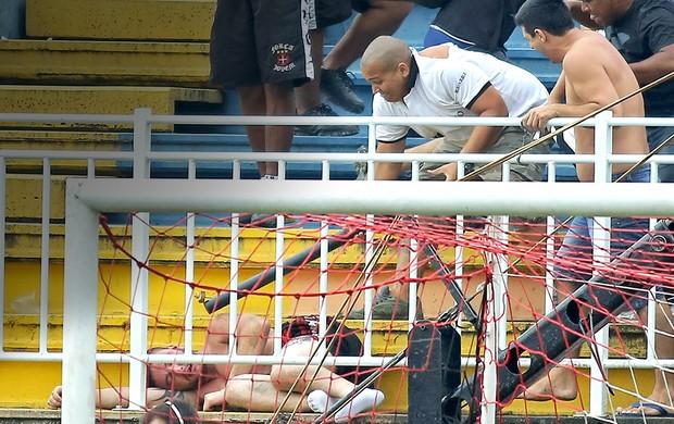confusão torcida Atlético-PR e Vasco jogo (Foto: Heuler Andrey / Agência Estado)