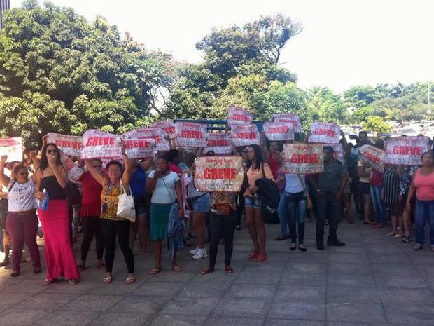 Terceirizados realizam protesto no Setor Bancário Sul (Foto: Paulo Melo/G1)